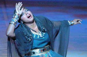 Kristin Lewis als Aida